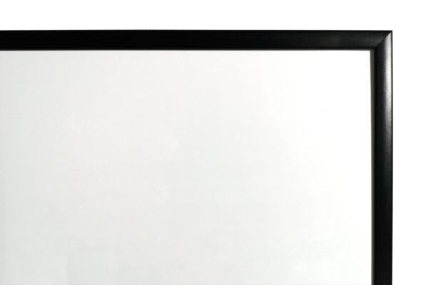 לוח מחיק עם מסגרת שחורה
