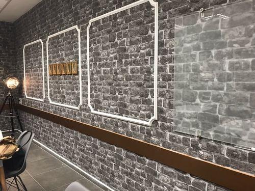 """לוח מחיק זכוכית שקוף מט 100x180 ס""""מ סדרת Bclear Ice בחדר ישיבות מעוצב"""