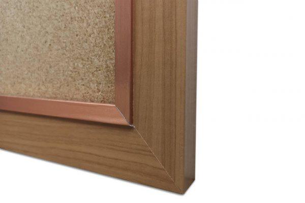 לוח שעם עם מסגרת עץ חומה - פינה